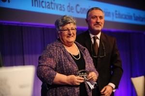 La Presidenta de AFAV recoge el premio.