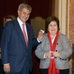 Cava de Llano y el Defensor Adjunto, Manuel Aguilar, entregan el 'Informe 2011' en el Congreso