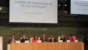 Vista de la mesa presidencial de la cumbre de innovación en el voluntariado