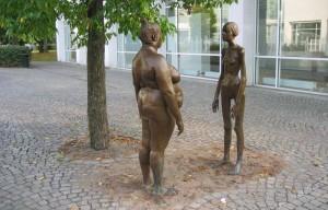 Escultura sueca sobre la anorexia ('Bronskvinnorna'. Konsthallen, Växjö)