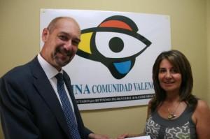 Afectados por retinosis pigmentaria donan 5.500 euros para la investigación del síndrome de Usher