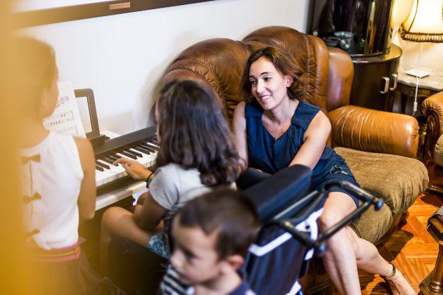 Carmen Quiroga, madre de una niña que convive con Atrofia Muscular Espinal.