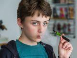 Los e-cigarrillos cuadruplican el riesgo de los adolescentes de acabar fumando