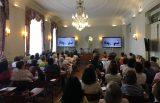 La serie 'Diálogos Médico-Paciente', en el encuentro anual de cáncer de mama en Santander