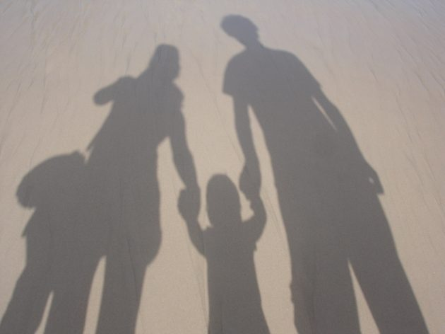 familia-beach-silhouette-vacation-shadow-together-lifestyle-927341-pxhere.com