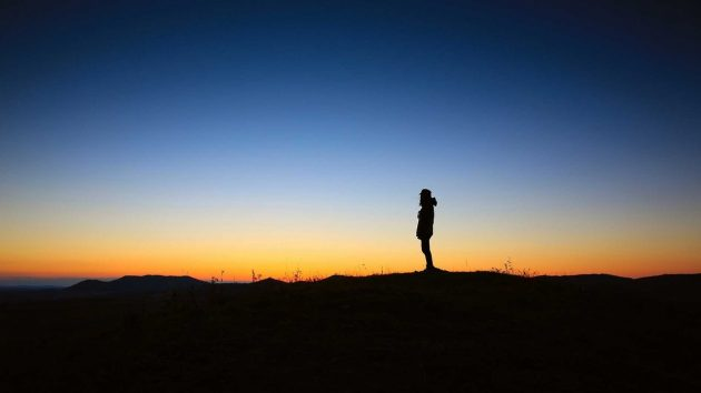 nature-horizon-silhouette-person-mountain-sky-652631-pxhere.com