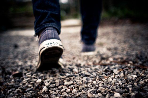 ejercicio físico man-path-walking-blur-hiking-photography-964750-pxhere.com