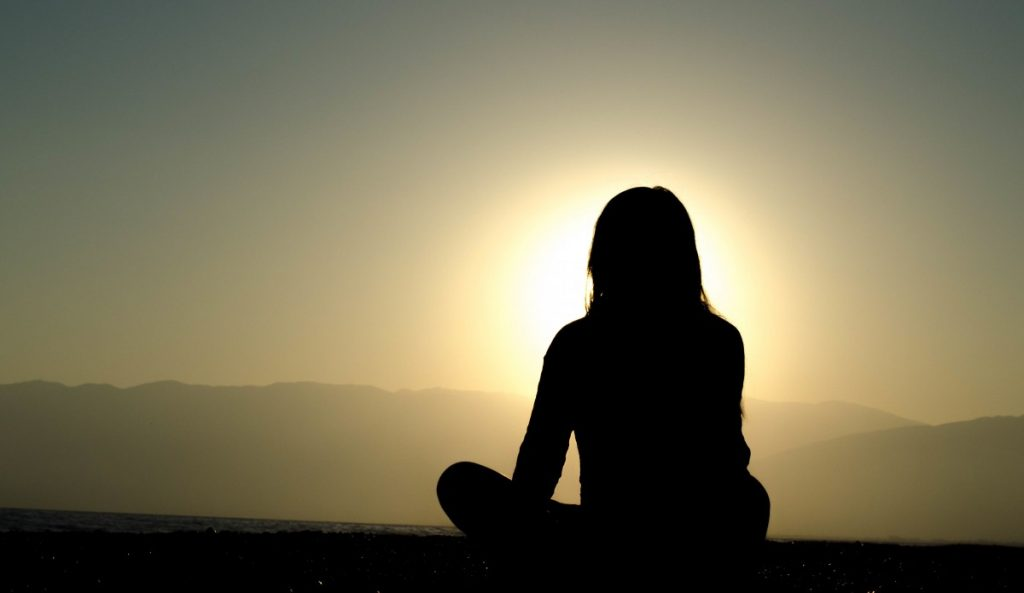 meditation_sunset_silhouette_woman_evening-99277